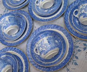 Antique gold rimmed Blue Willow Cup & Saucer Trio Set Photo courtesy of Aquamarine Dream, Etsy