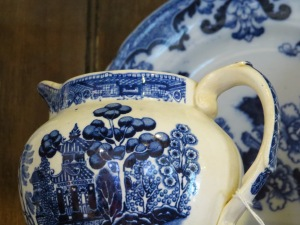 Blue Willow Teapot. Photo courtesy of Treehouse Antiques, Cape May, NJ