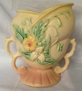 """Hull Vase in """"Wildflower"""" Pattern, 1940s"""