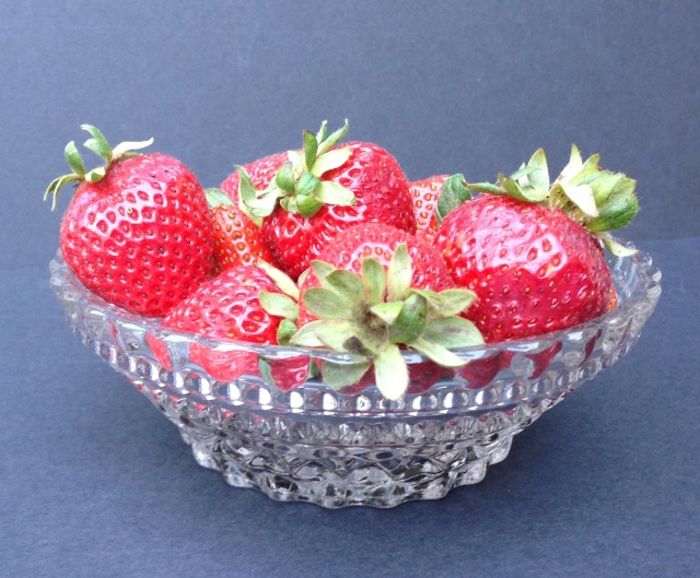 """Anchor Hocking 1960s """"Wexford"""" Berry Bowl"""