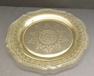 """""""Patrician"""" or """"Spoke"""" pattern Depression Glass Plate. The """"etching"""" was done in the mold. Real etching was added later on Elegant Glass."""